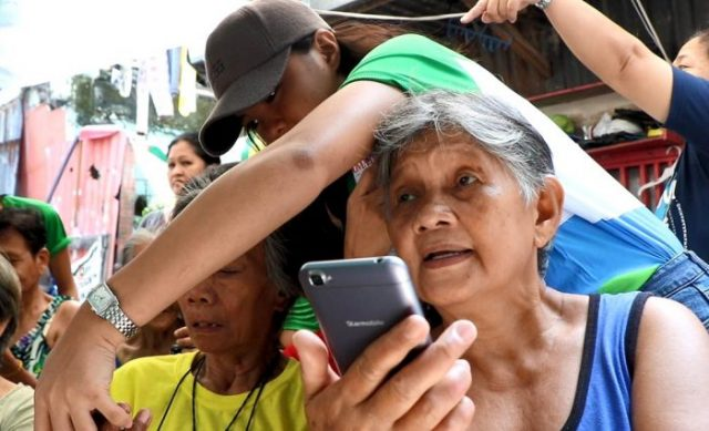 Starmobile Partners with Smart Communications in Teaching Technology to the Elderly