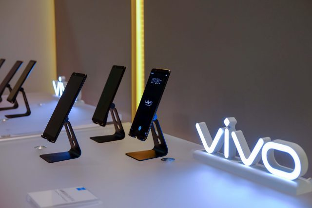 Vivo at CES 02 1 640x427 - Vivo's First Smartphone with In-Display Fingerprint Scanning is Now Ready for Mass Production